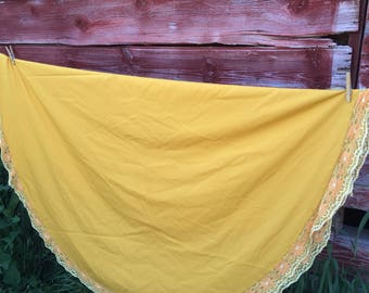 Vintage gold oval tablecloth. 1960's, 1970's table linens. Large table. Vintage linens. Marigold. Lace