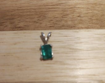 Colombian Emerald pendant .7 ct