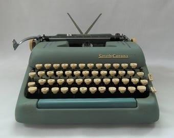 1950's Working Smith Corona Silent Super Seafoam Green Manual Portable Typewriter with Tan Case, Portable Typewriter