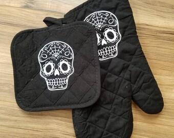 Sugar skull oven mitt and potholder set