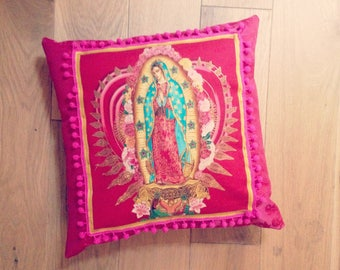 """Cover + insert """"PAZ Y AMOR"""" by Cosita Buena.Toile luxury Fuchsia on flowers roses/lace/gold tassel"""