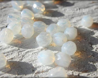 Faceted Bohemian 4 mm white Opal X 50