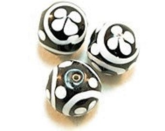 3 Pieces exclusive glass beads: Black & White, ± 14x16 mm.