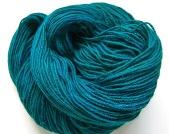Peacock DK Knitting Yarn | Sock Yarn | Hand Dyed Wool | 8-Ply Yarn | Crochet Yarn | 50 g / 100 m | Adriatic Sea Colorway | Hand Dyed Yarn