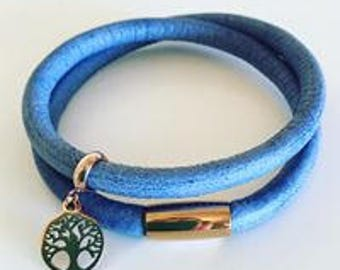Leather wrap bracelet in denim blue with stainless steel clasp and charm in rose gold tone