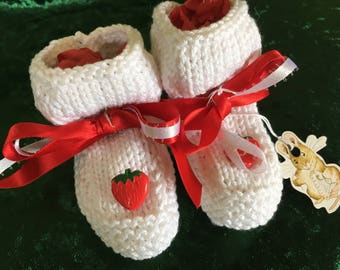 Strawberry baby bootees - 0/6 months