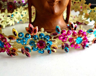 Beautiful lace embroidered beads and sequins on Golden bottom 40 mm