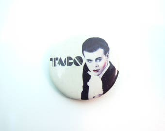 RARE Vintage 80s Taco - Puttin On The Ritz (Date Stamped 1983)  Pin / Button / Badge