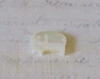 Elephant 13x10mm white mother of Pearl