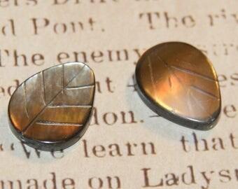 2 beads 15x20mm Pearl leaf