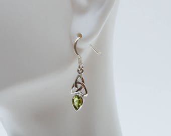 Peridot Earrings, Peridot Jewelry, Peridot Pierced Earrings, Silver Earrings, Gemstone Dangle Earrings, Green Earrings, August Birthstone