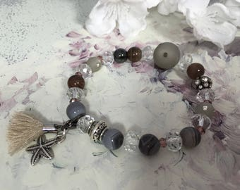 Bracelet raw taupe glass beads transparent