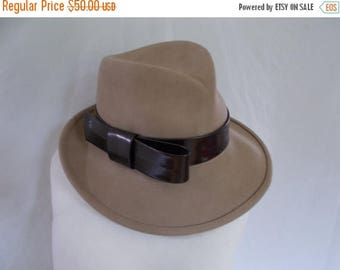 summer sale Vintage hat fedora Laura McClelland for Failsworth taupe Fedora hat with chocolate brown patent leather bow