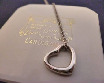 """A pretty silver heart pendant necklace - 925 - sterling silver - Marked 925 - 18"""" necklace"""