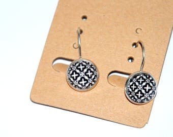 Small retro style earrings