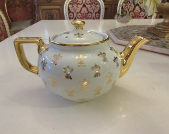 USA HALL TEAPOT with Lid