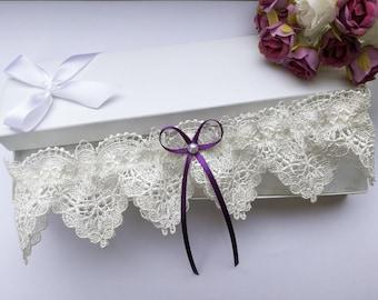 Purple wedding garter, purple garter, ivory lace garter, venise lace garter, purple bridal garter, pearl garter
