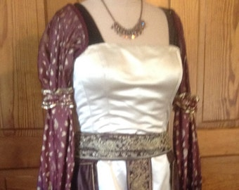 Medieval Lady in Waiting dress