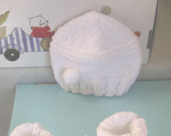 White POMPOM baby Hat wool birth choice sizes 0-3 and 6 months