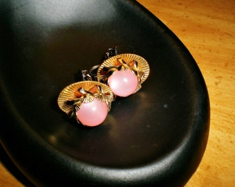 Ladies Gold Tone Vintage Baby Girl Pink Moonglow Lucite Floral Clip On Bridal Earrings