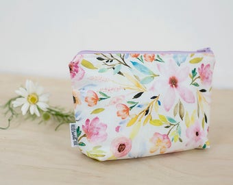 Essential oil bag. Floral oil pouch. Oil storage. Oil travel case. Essential oil gift. Zipper pouch bag. 7 bottle oil storage. Floral pouch.