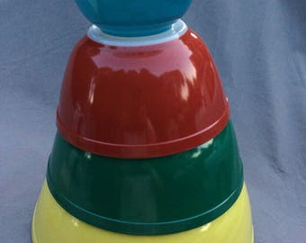 Pyrex Mixing Bowls Set of 4 Primary Colors Very Good Condition Mid Century Vintage