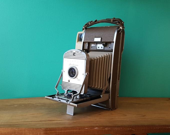 The 800 Polaroid Land Camera