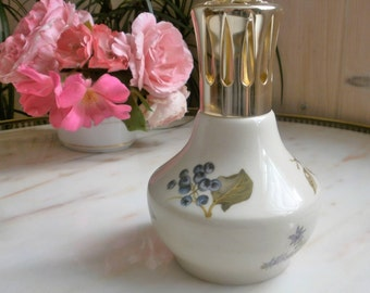 French Vintage Lampe Berger in China Flowers and medicinal berries//Lampe Berger Vintage en Porcelaine/Juniperus//Chamaemelum nobile//Borago