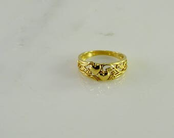 Double Heart Filigree Style Ring Size 8   14 KT