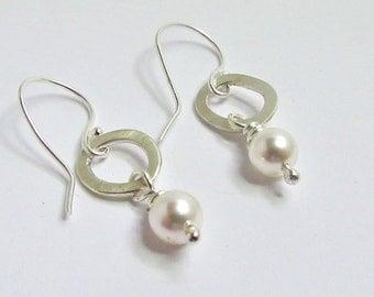 Pearl earrings, silver and pearl earrings, dangle earrings, silver dangle earrings, glass pearl bead earrings, cream drop earrings