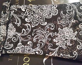 Kindle Sleeve: Black/White Print