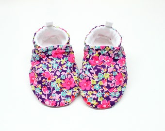 Liberty of London 2 baby shoes, Pre walker, soft sole, crib shoes, baby booties, baby moccs, baby girl shoes, floral baby shoes