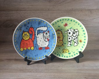 Set of 2 Vintage Gryphonware Plates / Adorable / Decorative Blue Cat Plate, Green Dog Plate / Design from the early 90's / Kitchen Decor