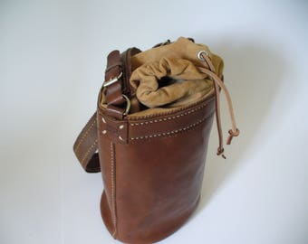 Bucket bag with coulise and vegetable tanned leather shoulder bag