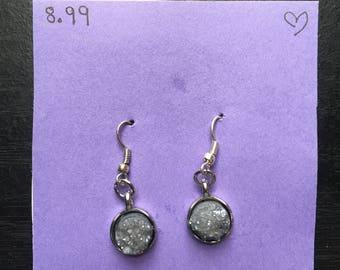 Exposed rock earrings- gray