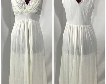 Vintage | White w/ Lace Night Gown | polyester fabric