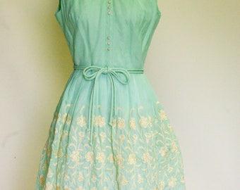 Vintage 50s mint embroidered dress