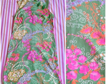 Vintage Green Pink Yellow Orange Psychedelic Floral Paisley Asian Knot Frog Button Qipao Sleeveless Mandarin Collar Cheongsam Mini 60s Dress