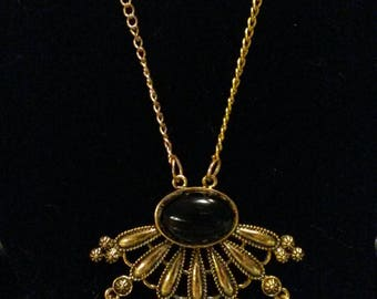 Black agate - cabochon, Pearl and gold stand necklace