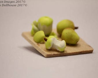 1:12 Scale Dollhouse Miniature Apples on a Cutting Board
