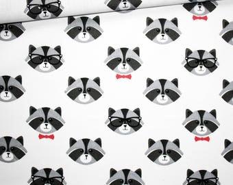Tissu raton laveur, 100% coton imprimé 50 x 160 cm, têtes de ratons gris, papillon rose sur fond blanc