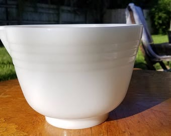Pyrex Hamilton Beach Mixing Bowl, Spout, #14