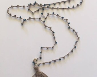 Necklace with Pearl and ecru and blue tassels with gold mezzicrstalli