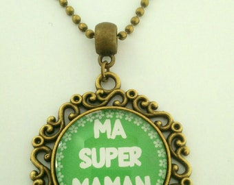 "ecollier bronze and green;"" Super MOM""."