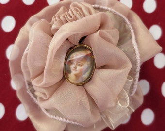 "Brooch Shabby Chic ""MARQUISE DE POMPADOUR"" portrait of the famous and beautiful favourite of King Louis xv"