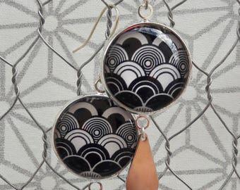 Dangling earrings, black and white