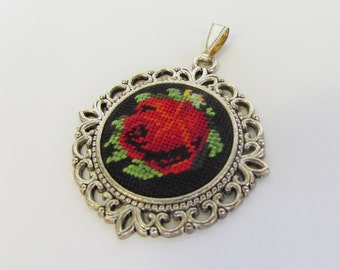 Vintage Style Pendant. Flower Jewelry. Embroidered Pendant. Rose Pendant. Hand embroidered Pendant. Floral Pendant. Vintage Style Jewelry