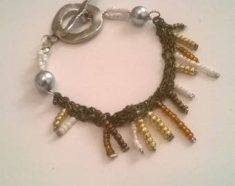 Bracelet with chain and glass beads