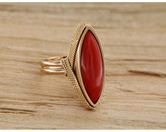 Yellow gold ring 18 kt. 750 and natural red coral, Vintage spool ring with Italian coral, Italian jewels with gemstones