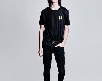 Pilabrand Black t-shirt gold logo (mtsbwgl)